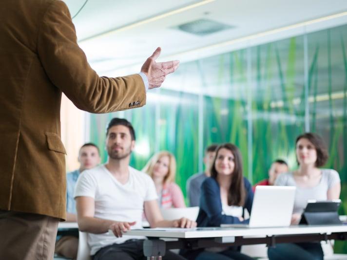Scuola di inglese con insegnanti madrelingua_tutti i vantaggi - Wall Street English