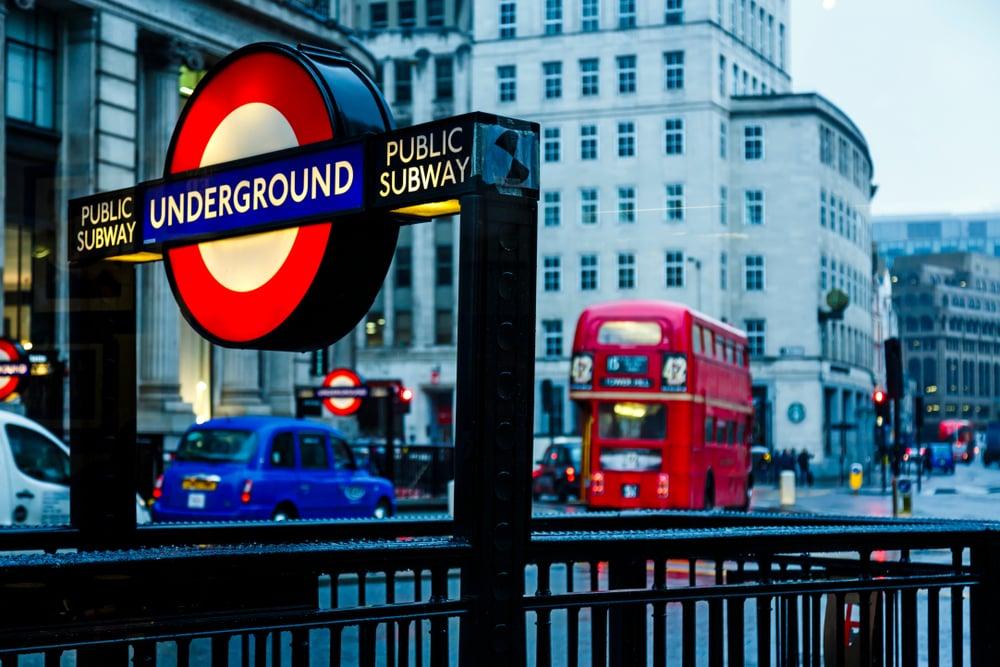 Semplici frasi in inglese se viaggi in metro o prendi il bus - Wall Street English
