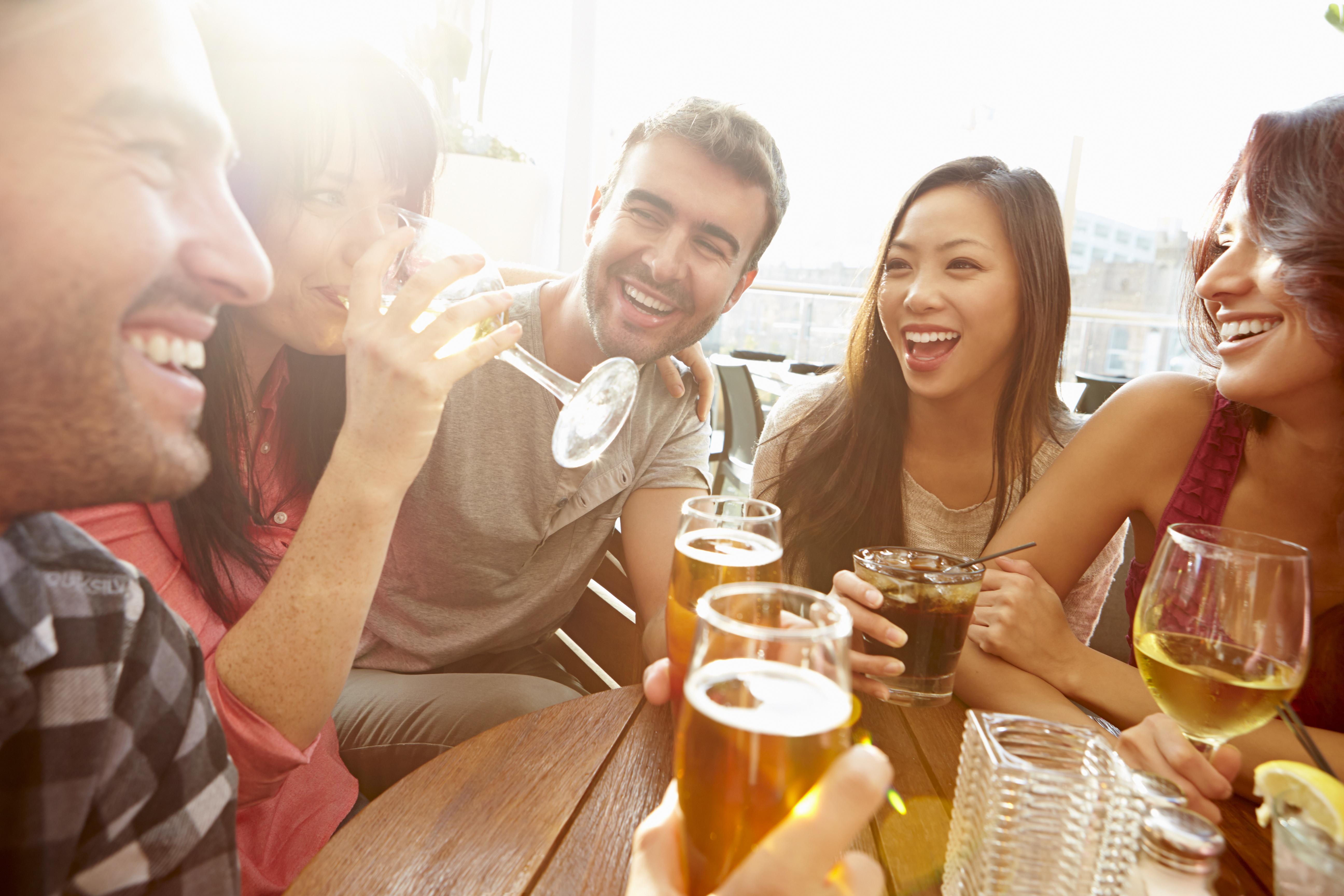 Lavorare all'estero in un bar: le 7 frasi che devi conoscere - Wall Street English