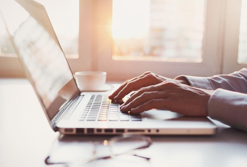 Come scrivere email formali in inglese: esempi pratici